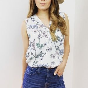 Vince Camuto White Floral Sleeveless Blouse Top